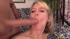 Mature Hoochie Jamie Foster Fucks a Hot Dickpole Thumb