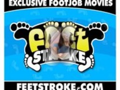 Lela Star gives footjob Thumb