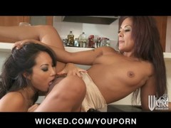 BUSTY ASIAN ASS FUCKS JAPANESE LESBIAN WIFE WITH S Thumb