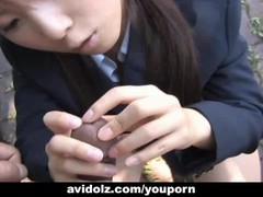 Japanese Momo Aizawa gives an outdoor blowjob Thumb