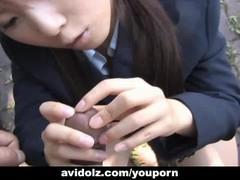 Japanese Momo Aizawa gives an outdoor blowjob Thumb