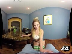 Lesbian spoils her gfs pussy in the car Thumb
