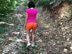 Dora l'exploratrice se fait exploser le cul en pleine forêt Thumb