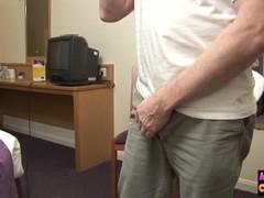 Hotel babe gives a femdom handjob Thumb