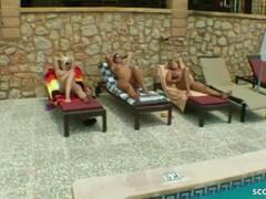 3 notgeile deutsche MILFs schnappen sich den Poolboy zum Gruppensex Thumb