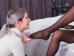 PANTYHOSE LESBIAN MISTRESS FUCK HER SEAMLESS PANTYHOSE SLAVE Thumb